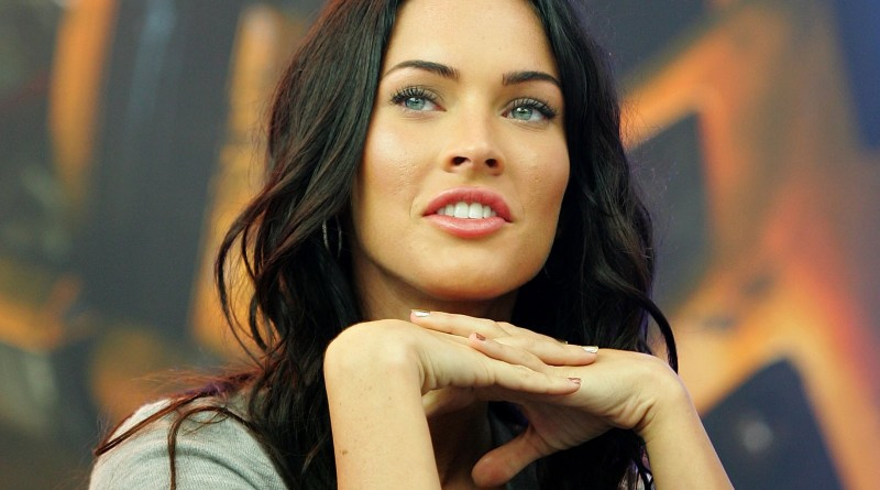smile-megan-fox-in-transformers-high-definition-wallpaper-desktop-background-download-megan-images-free[1]